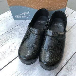New Dansko Professional Tooled Black Clogs size 38